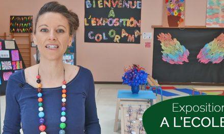 Exposition multicolore à l'école